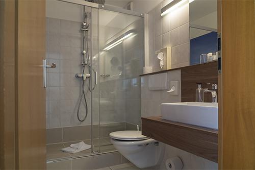 Hotel Rickmers Insulaner, Helgoland, Zimmerbeispiel, Bad
